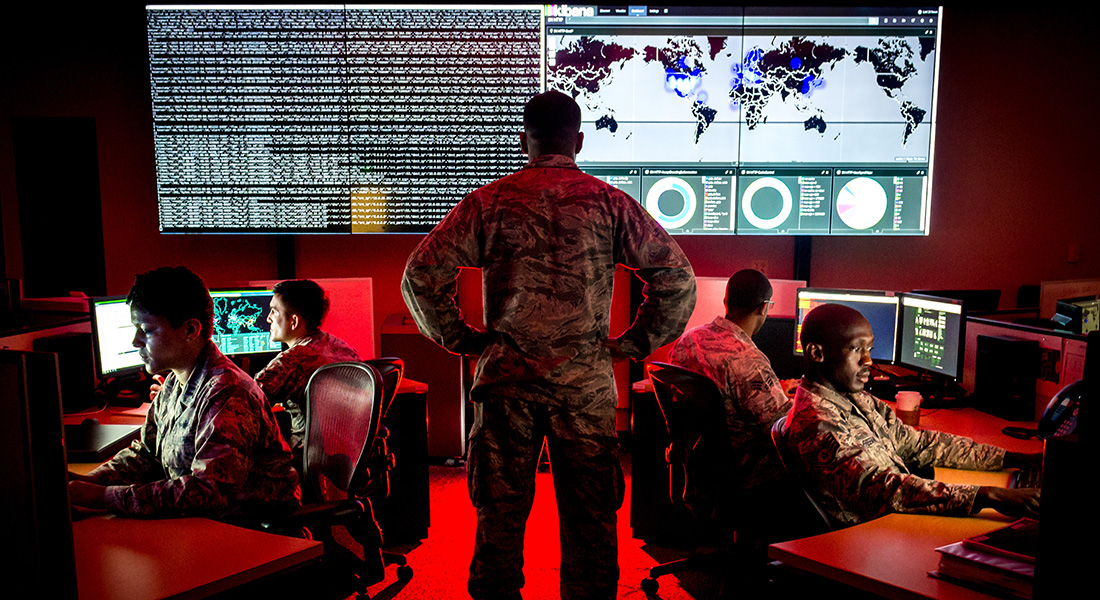 Cyber warfare specialists at Warfield Air National Guard Base. Foto: J.M. Ediins Jr.
